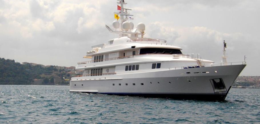 Vera Yacht Charter